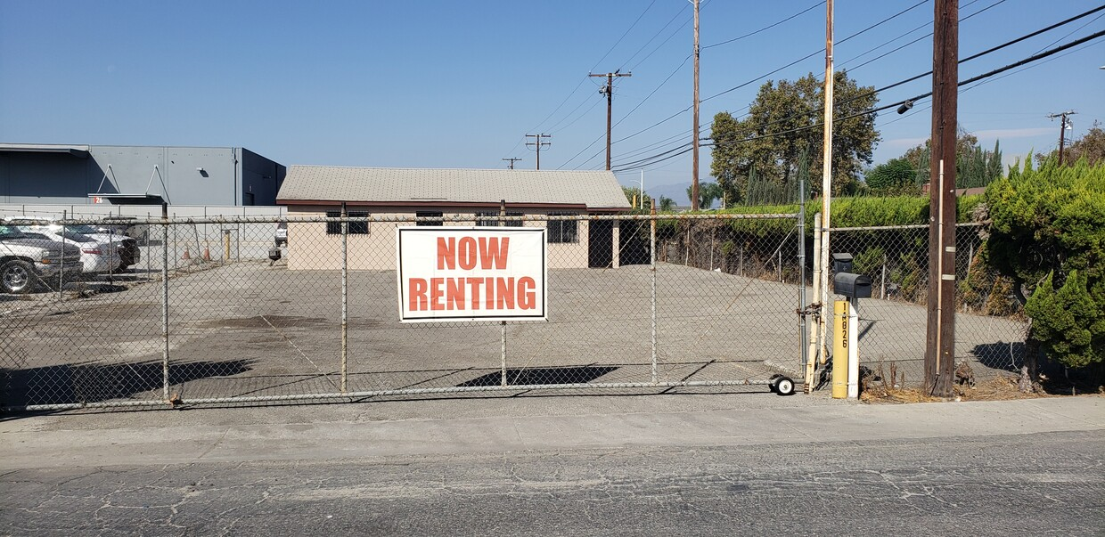 Small Office with Fenced Yard for Lease